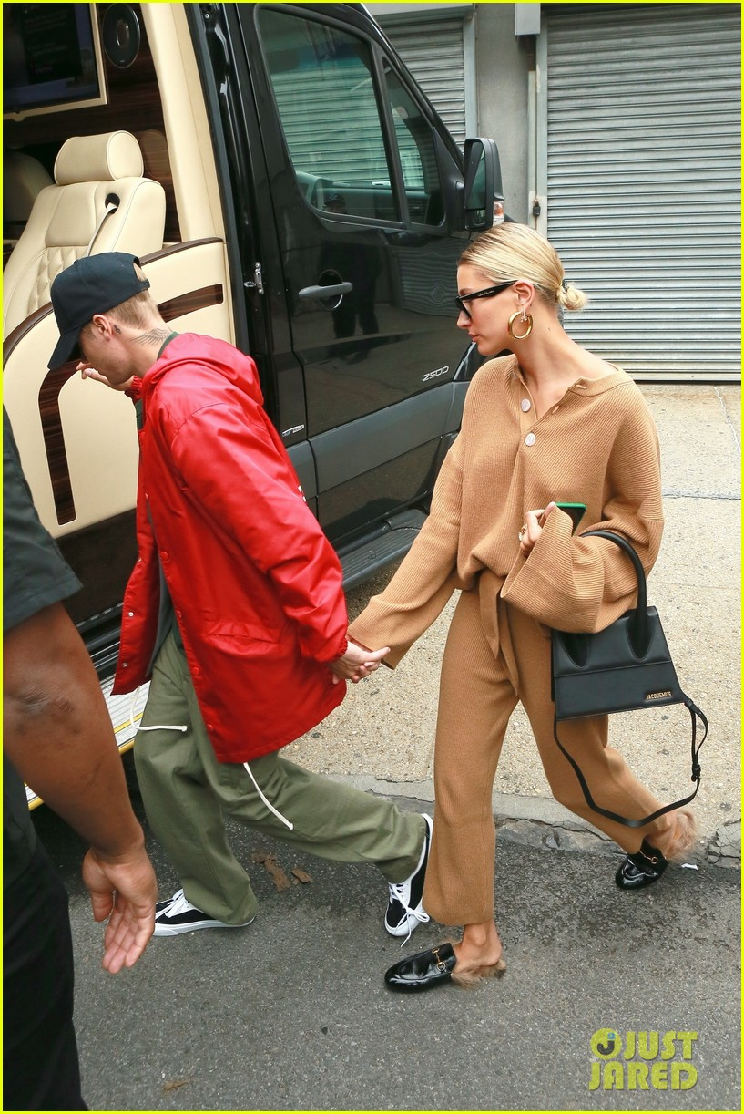 justin hailey bieber hold hands after new york city lunch 05