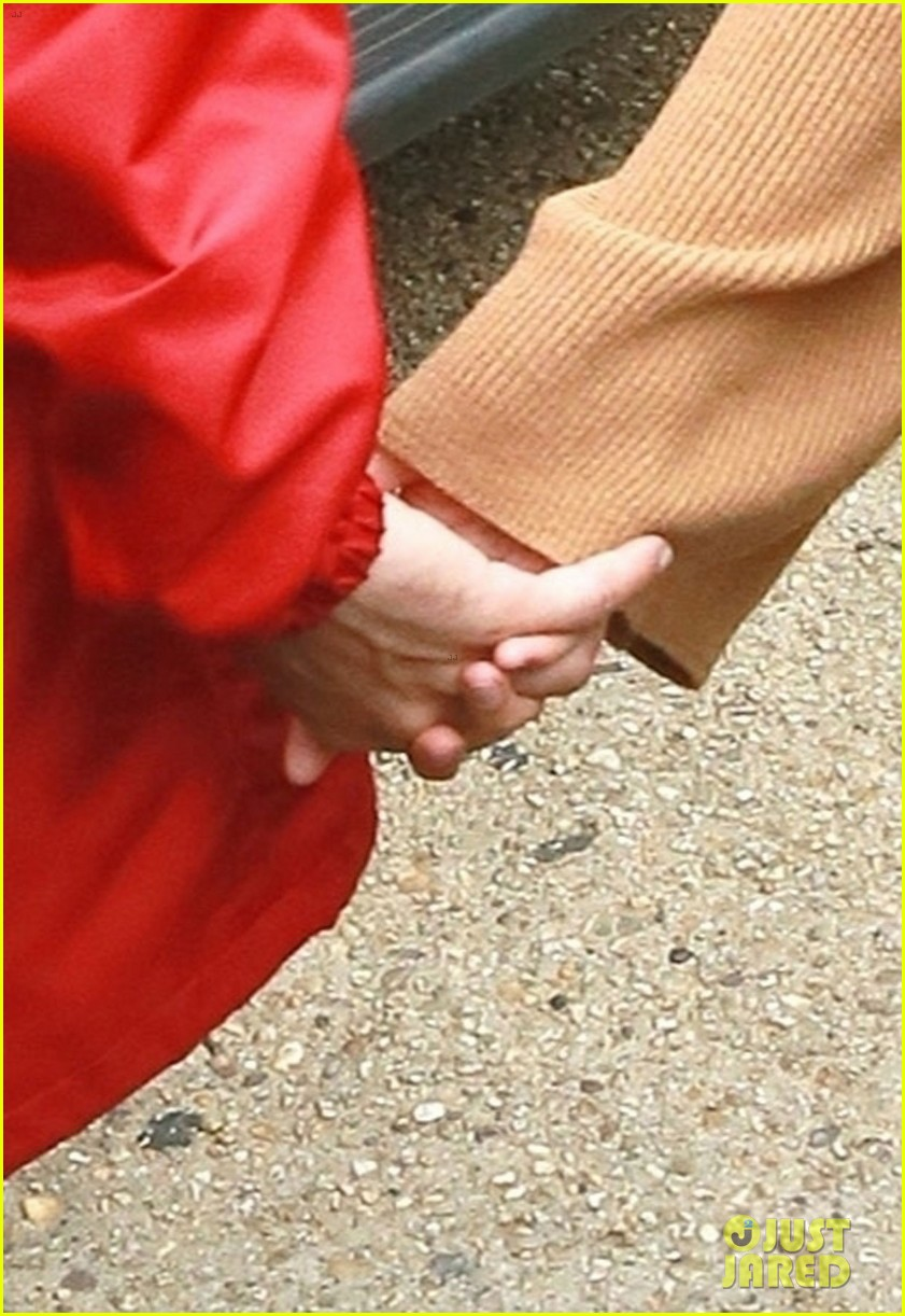 justin hailey bieber hold hands after new york city lunch 08