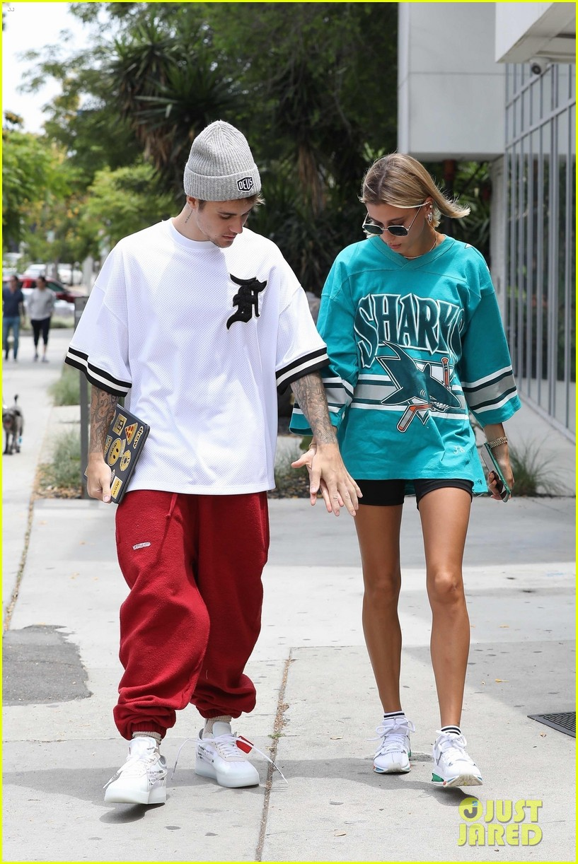 justin bieber and wife hailey enjoy weekend breakfast date 01