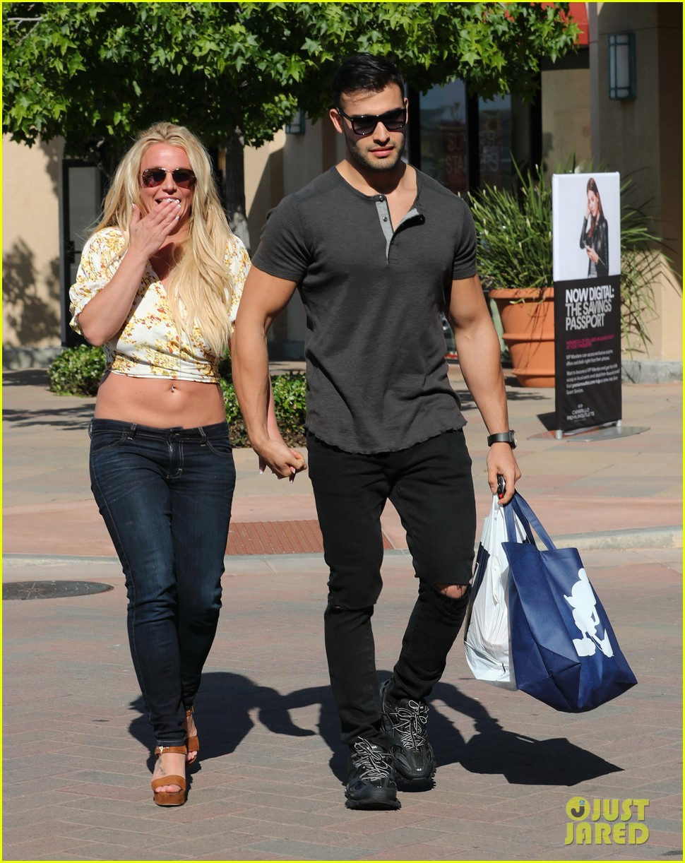 Britney Spears Speaks Out About Future Performances While Shopping With Sam Asghari Photo 4293272 Britney Spears Sam Asghari Pictures Just Jared
