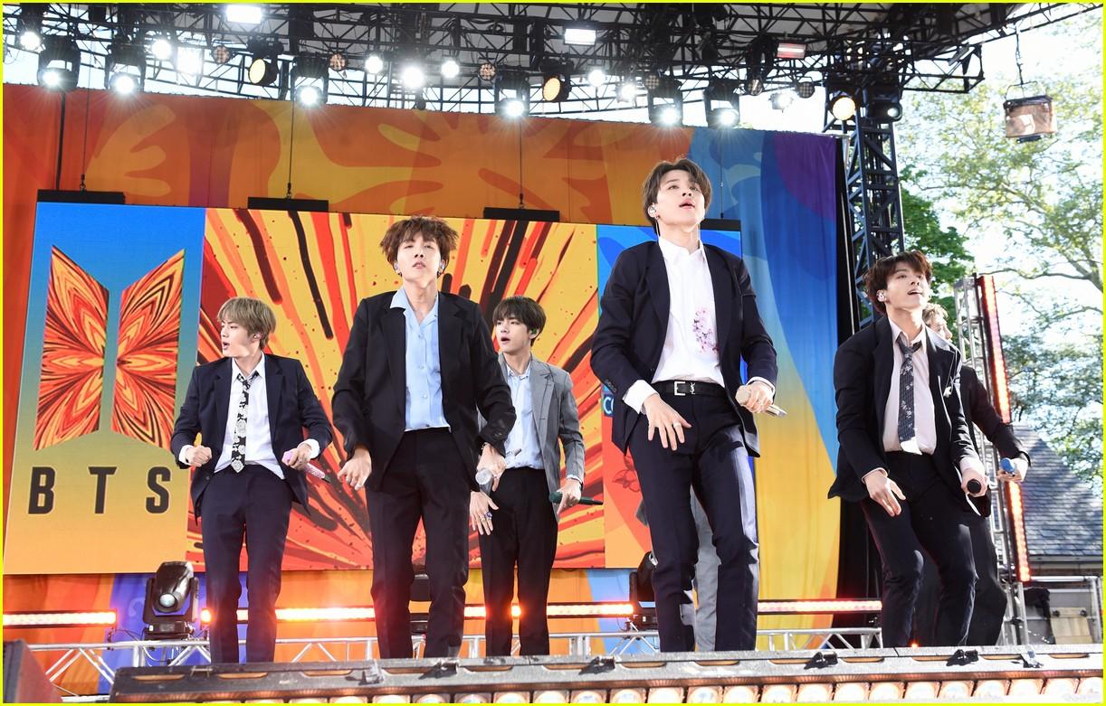 bts perform good morning america summer concert series 014291632