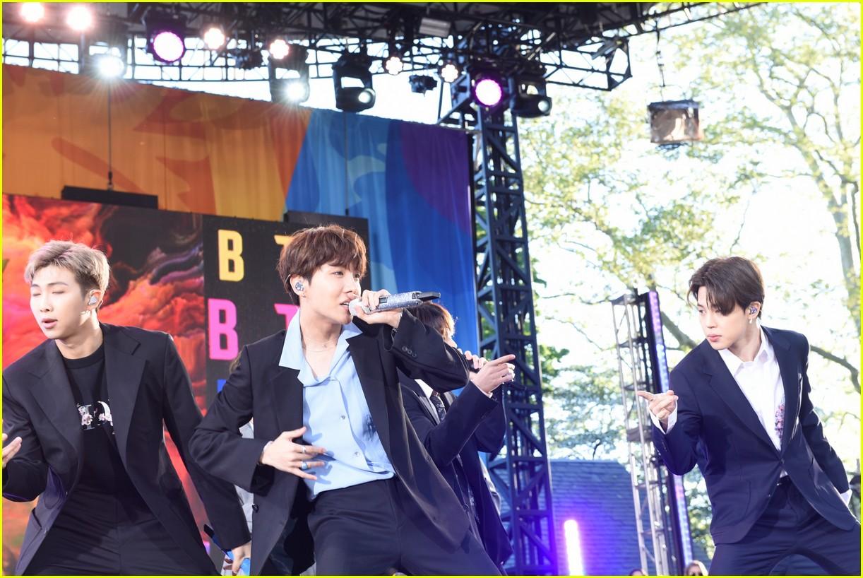 bts perform good morning america summer concert series 074291638