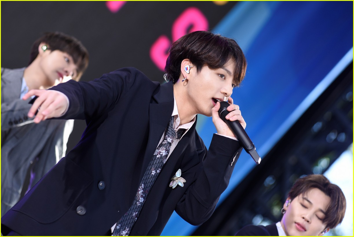 bts perform good morning america summer concert series 284291659