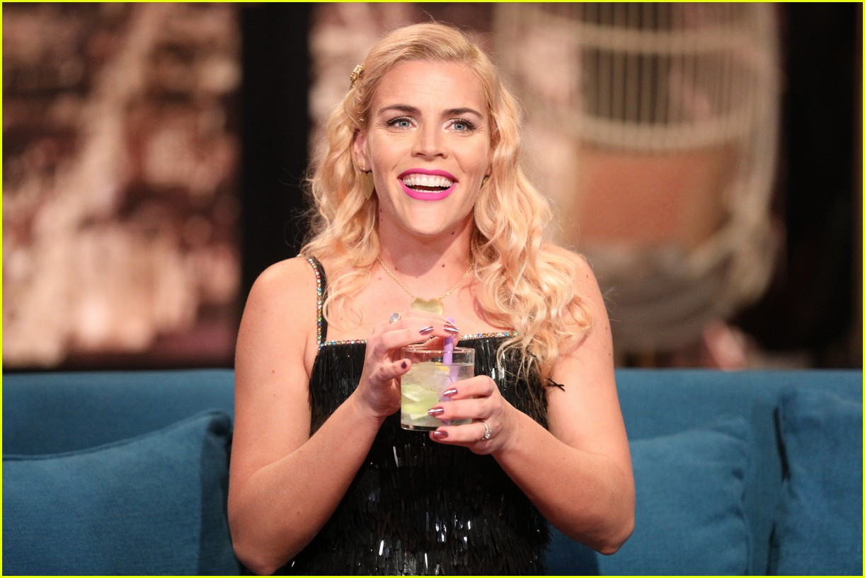 busy philipps michelle williams busy tonight finale 014292695