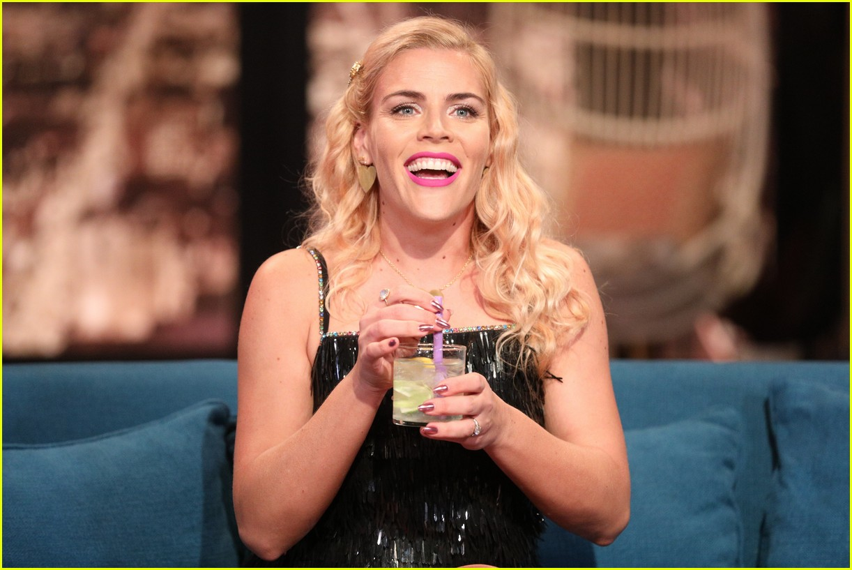 busy philipps michelle williams busy tonight finale 064292700