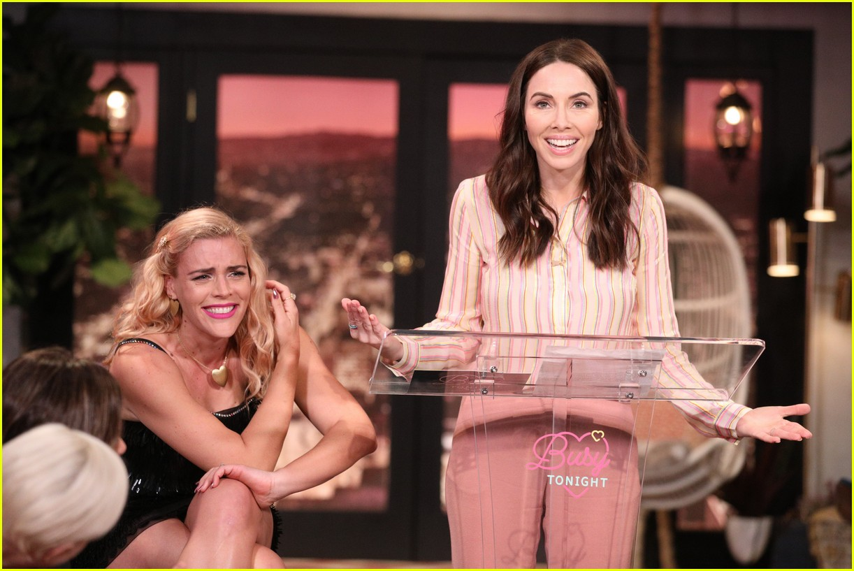 busy philipps michelle williams busy tonight finale 204292714