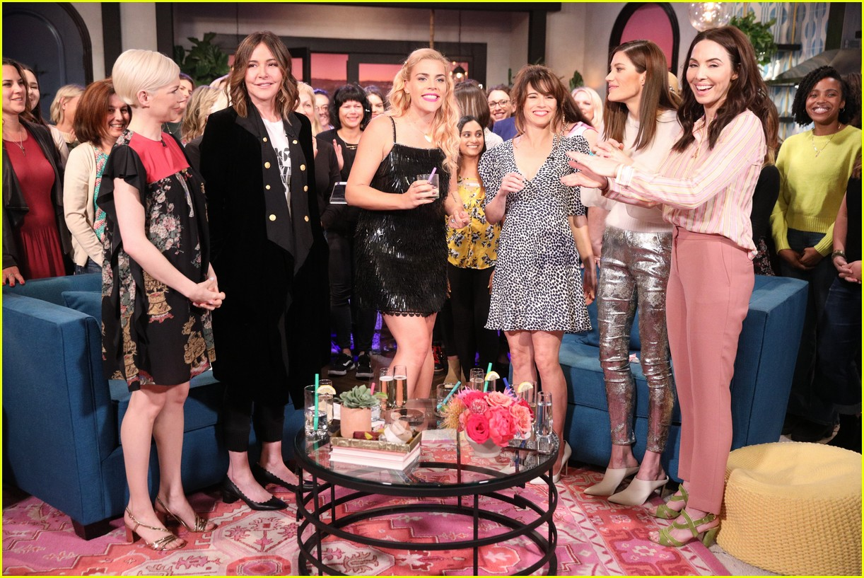 busy philipps michelle williams busy tonight finale 214292715