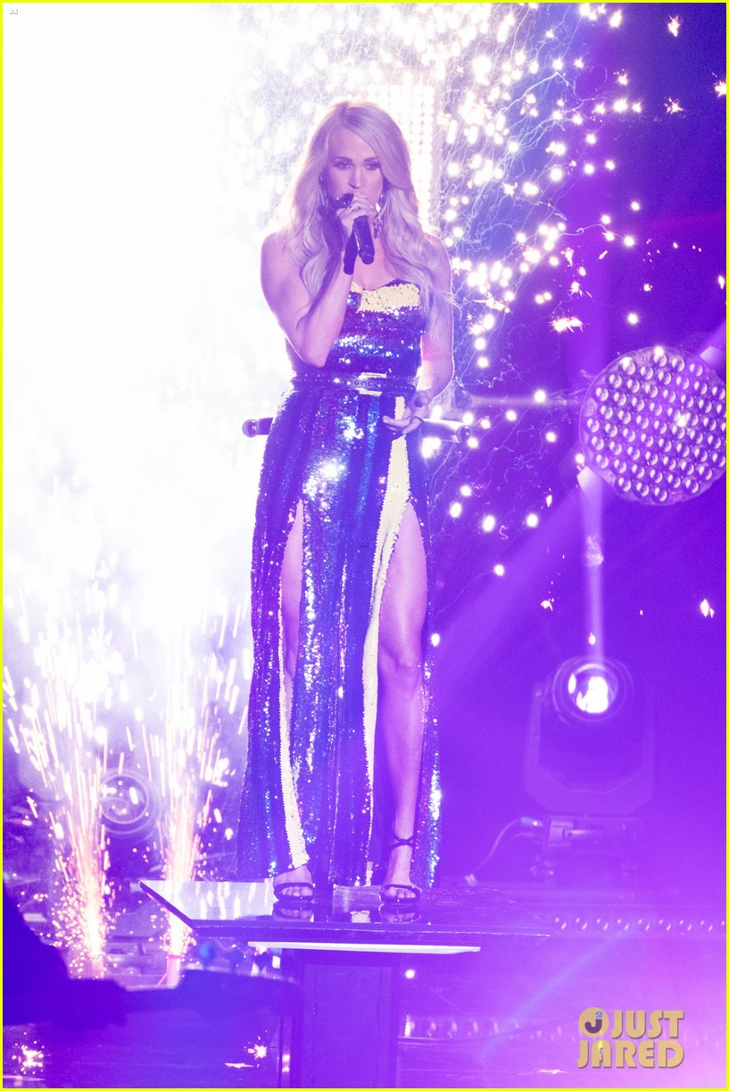 carrie underwood performs southbound on american idol 01