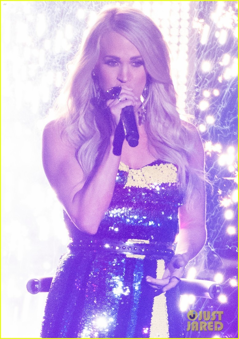 carrie underwood performs southbound on american idol 03