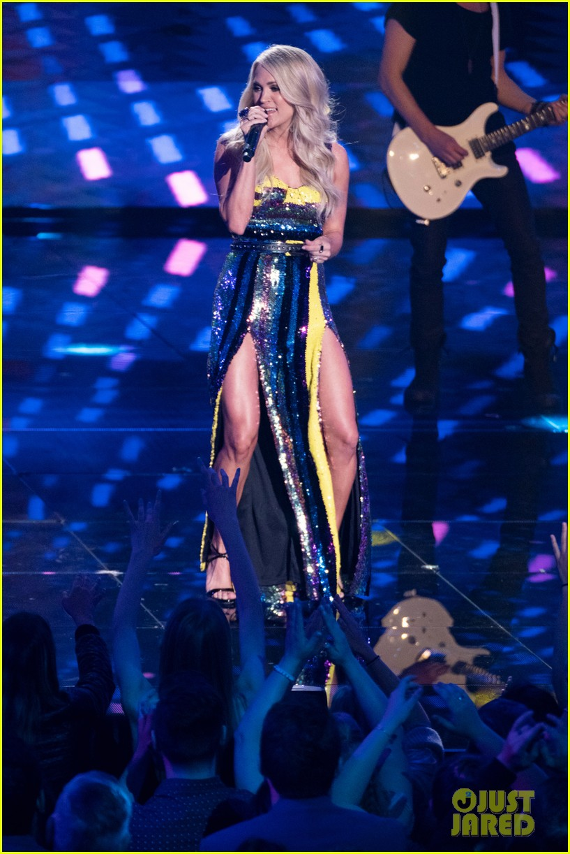carrie underwood performs southbound on american idol 04