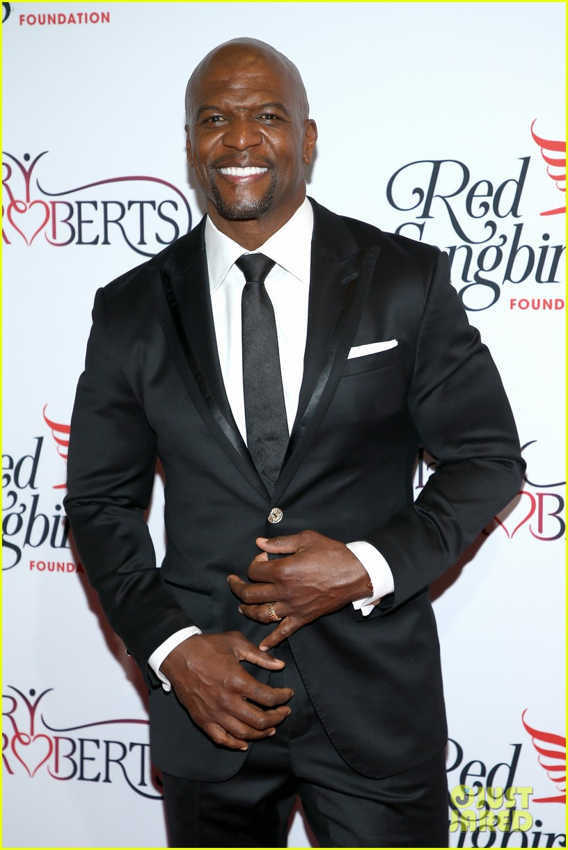 terry crews mario lopez help hilary roberts celebrate the red songbird found 084290205