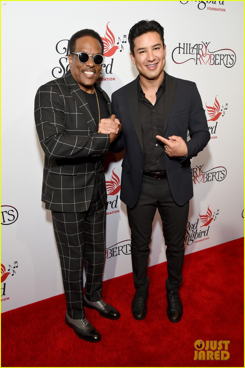 terry crews mario lopez help hilary roberts celebrate the red songbird found 154290212
