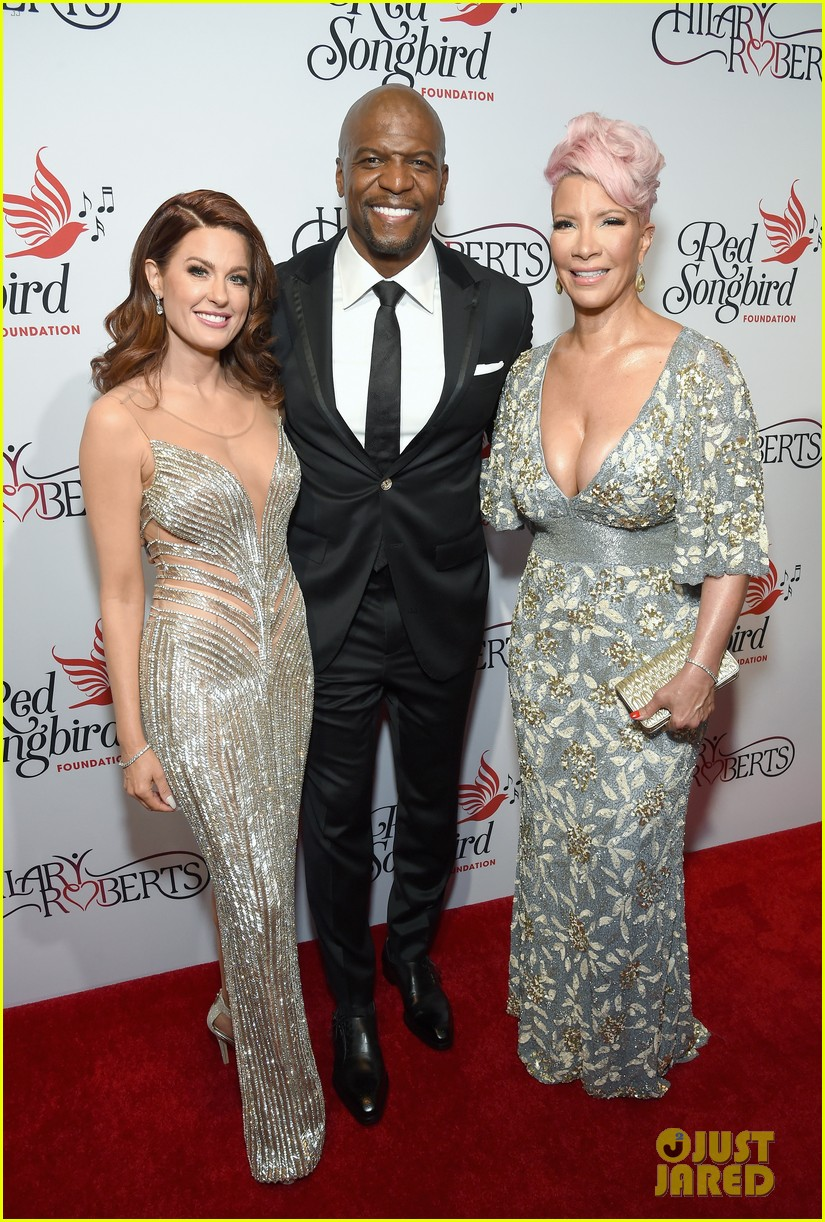 terry crews mario lopez help hilary roberts celebrate the red songbird found 16