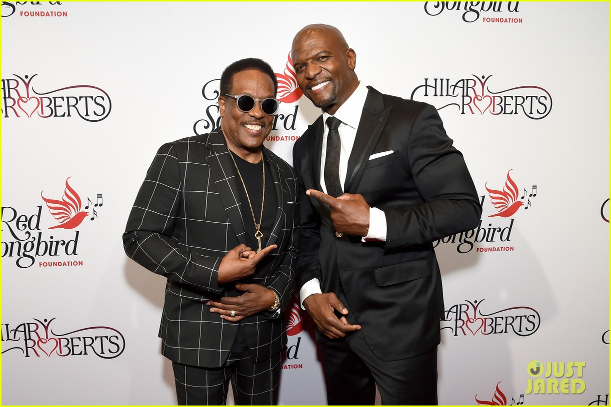 terry crews mario lopez help hilary roberts celebrate the red songbird found 18