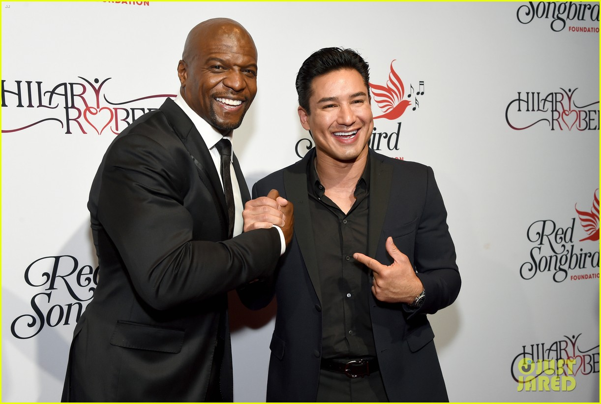 terry crews mario lopez help hilary roberts celebrate the red songbird found 21