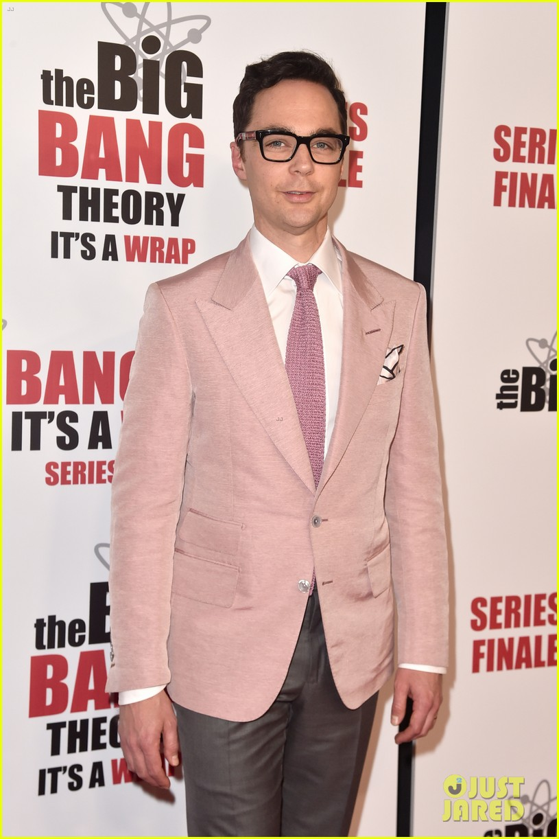 kaley cuoco jim parsons mayim bialik celebrate big bang theory at series finale party 04