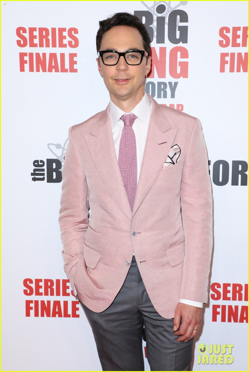 kaley cuoco jim parsons mayim bialik celebrate big bang theory at series finale party 23