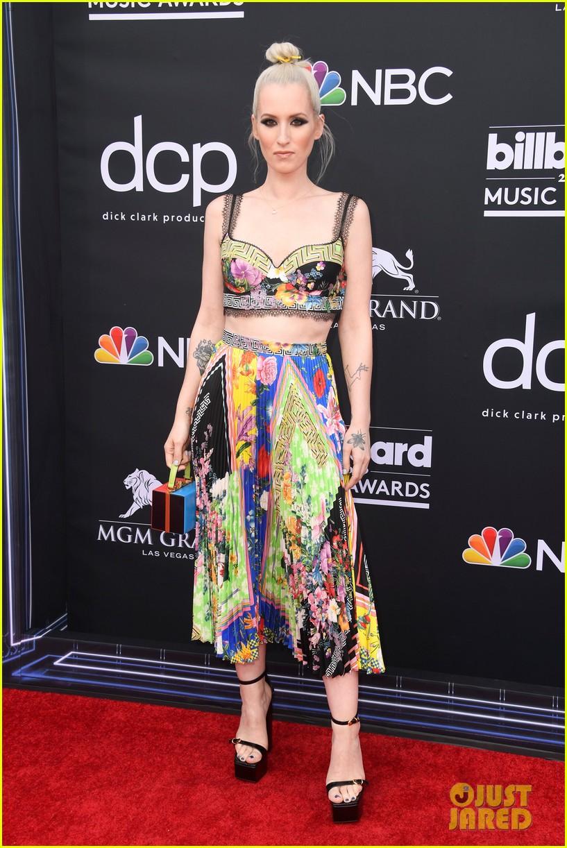 Lauren Daigle & Julia Michaels Rock the Billboard Music