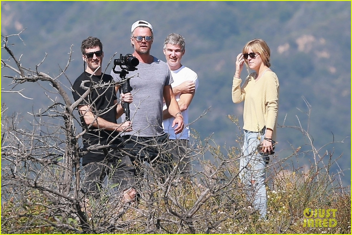 josh duhamel films project with friends during brentwood hike 014300156
