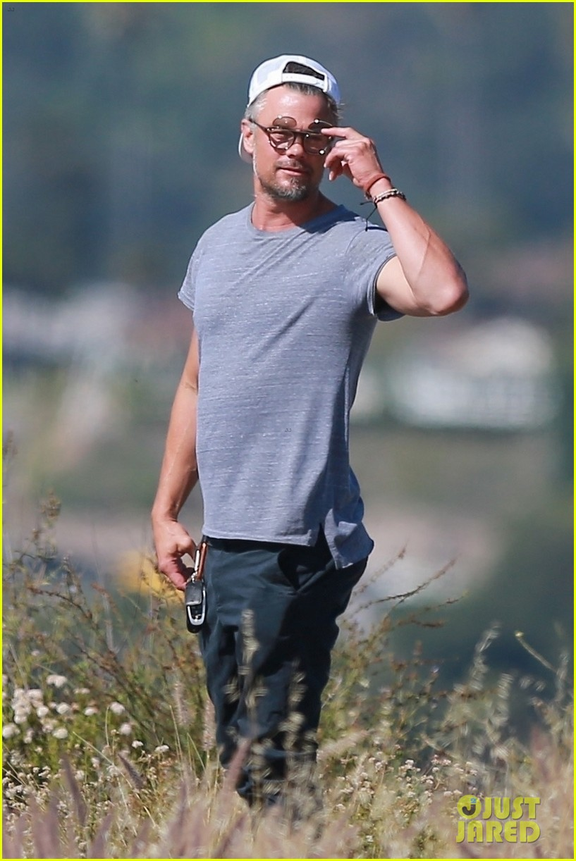 josh duhamel films project with friends during brentwood hike 024300157