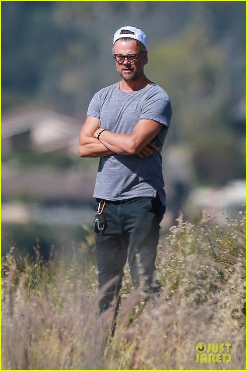 josh duhamel films project with friends during brentwood hike 044300159