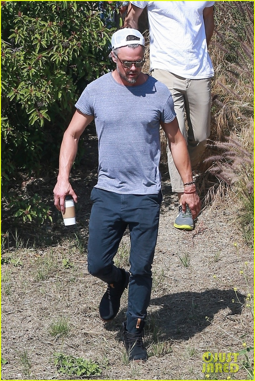 josh duhamel films project with friends during brentwood hike 054300160