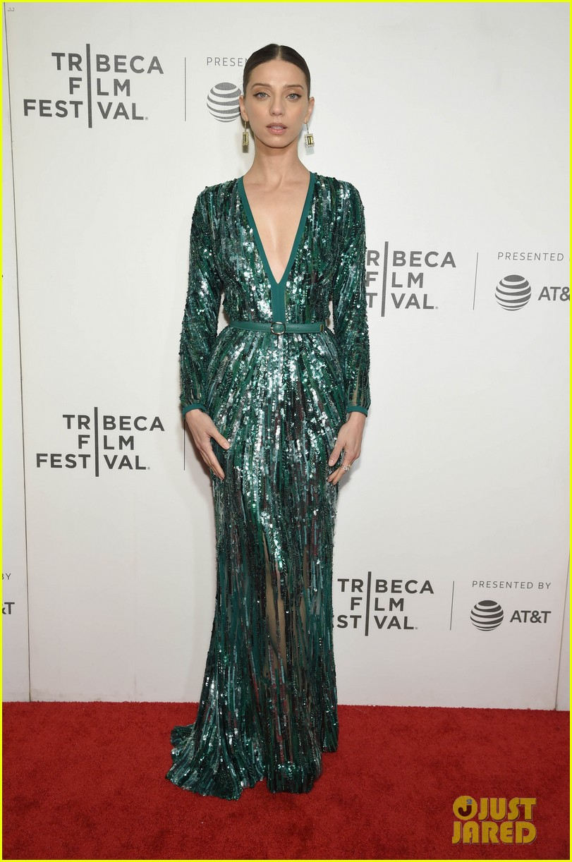 zac efron lily collins extremely wicked tribeca premiere 20