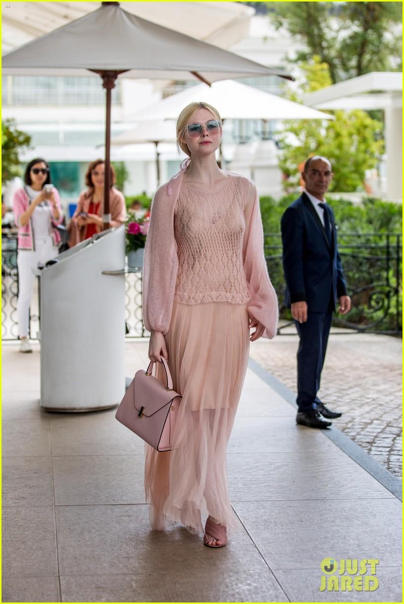 elle fanning pink dress cannes brunch 01