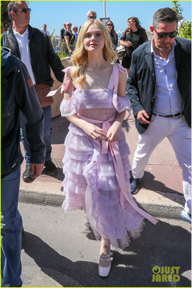 elle fanning cannes film fest jury photocall  02