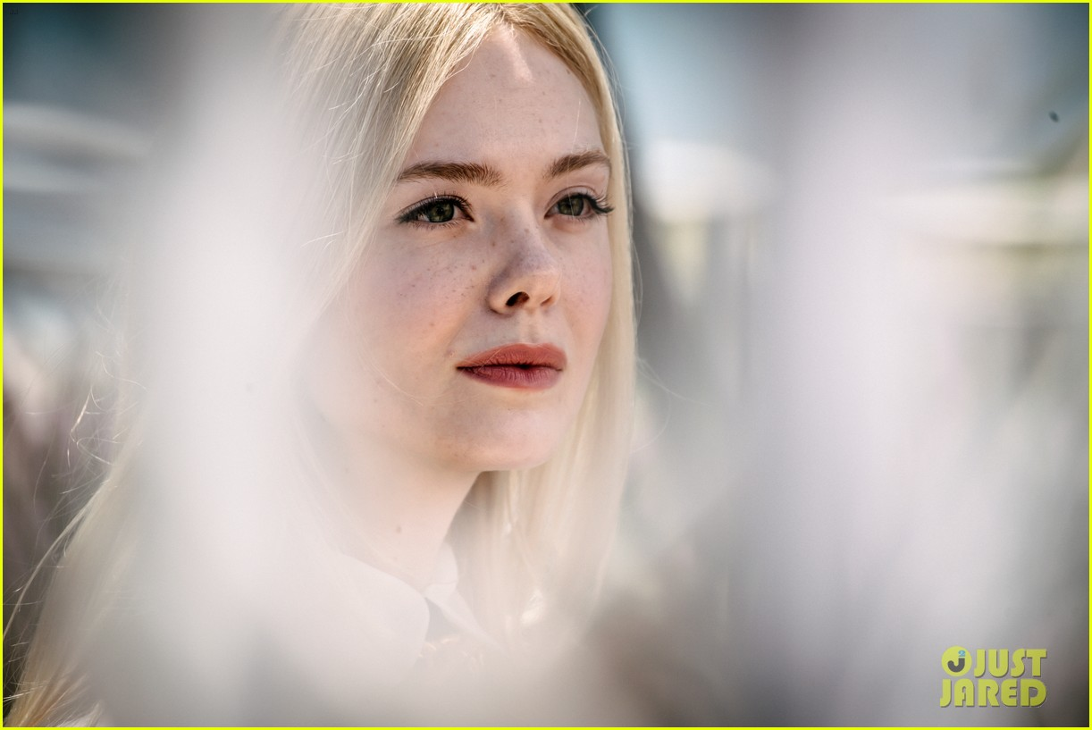 elle fanning cannes film fest jury photocall  05