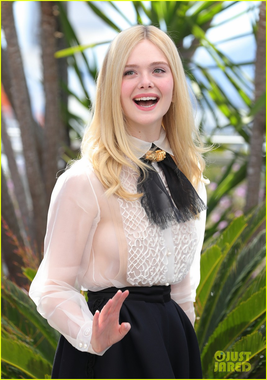 elle fanning cannes film fest jury photocall  06