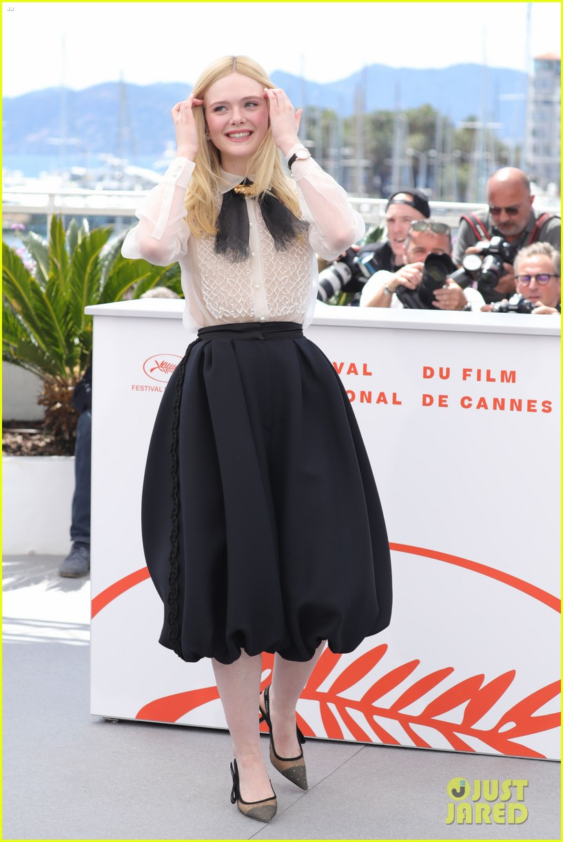 elle fanning cannes film fest jury photocall  07