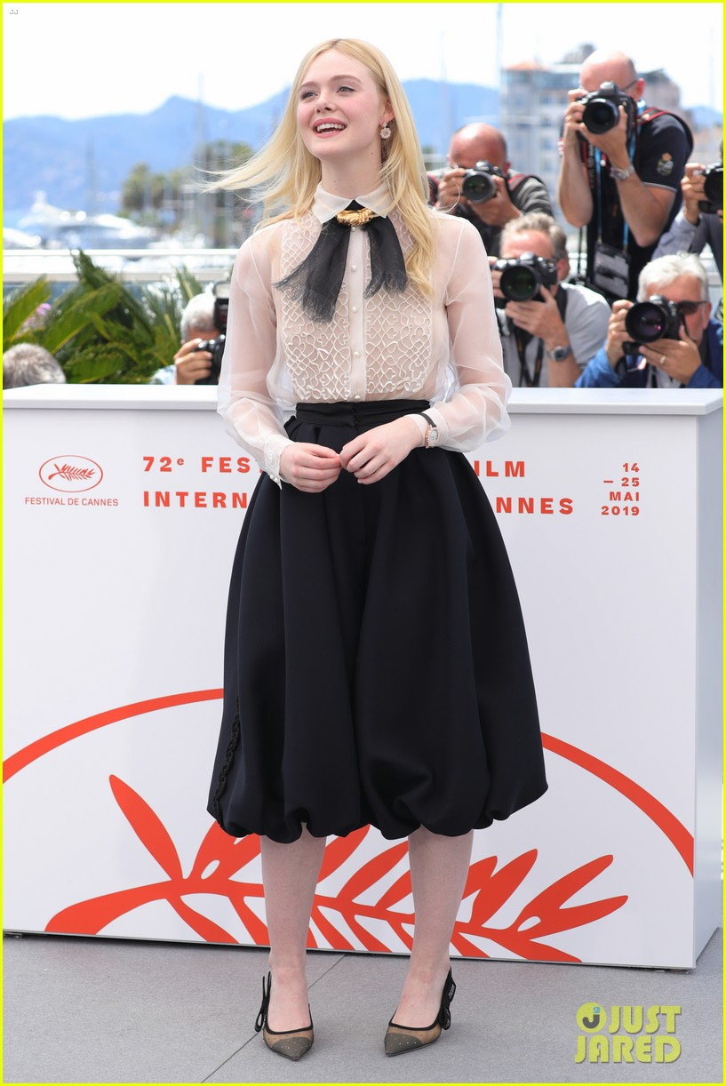 elle fanning cannes film fest jury photocall  08
