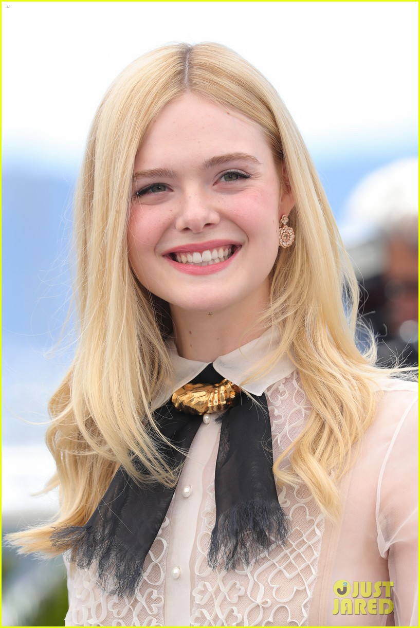 elle fanning cannes film fest jury photocall  09