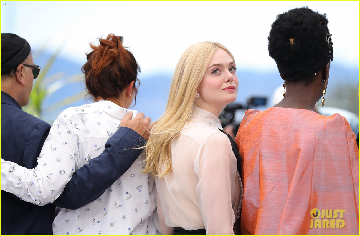 elle fanning cannes film fest jury photocall  14