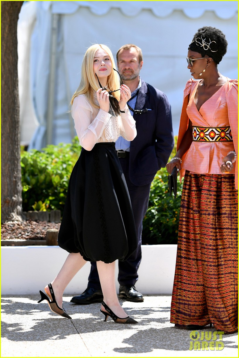 elle fanning cannes film fest jury photocall  18