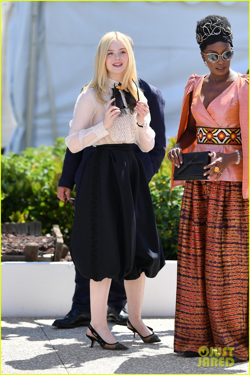 elle fanning cannes film fest jury photocall  19