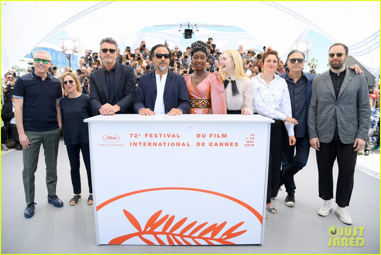 elle fanning cannes film fest jury photocall  20