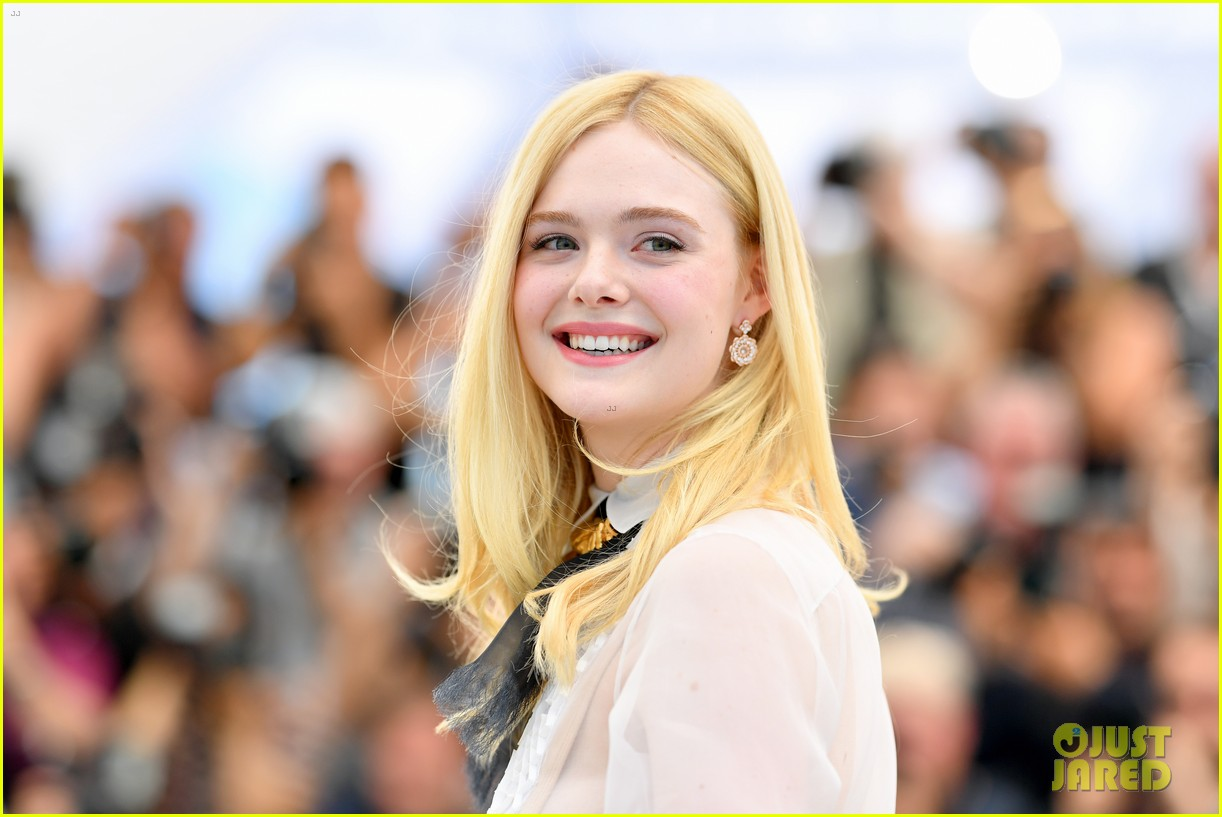 elle fanning cannes film fest jury photocall  21
