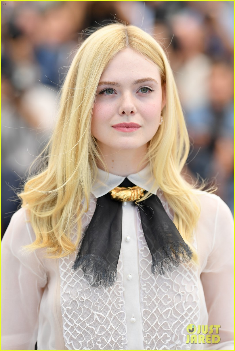 elle fanning cannes film fest jury photocall  22