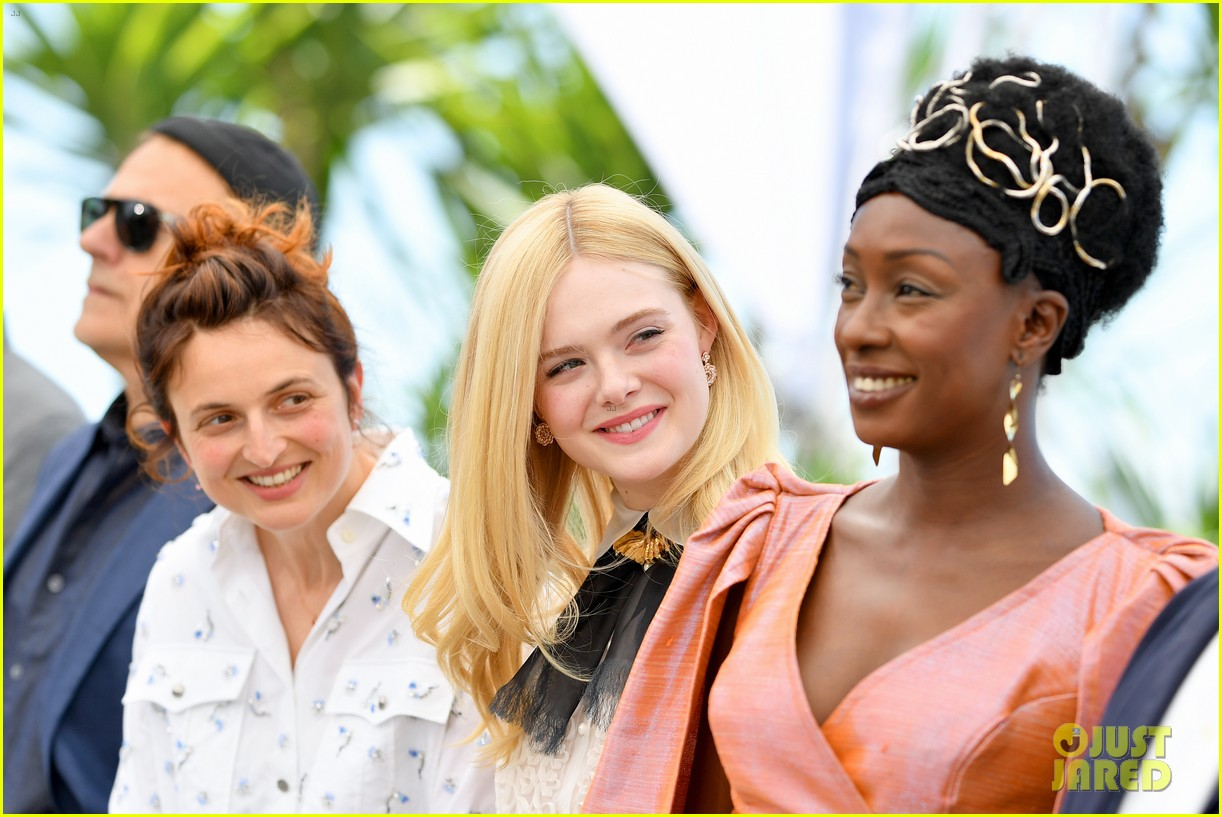 elle fanning cannes film fest jury photocall  23