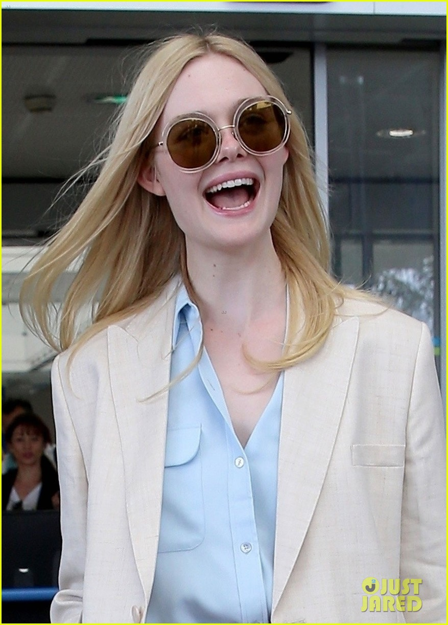 elle fanning makes chic arrival ahead of cannes film festival 044289778