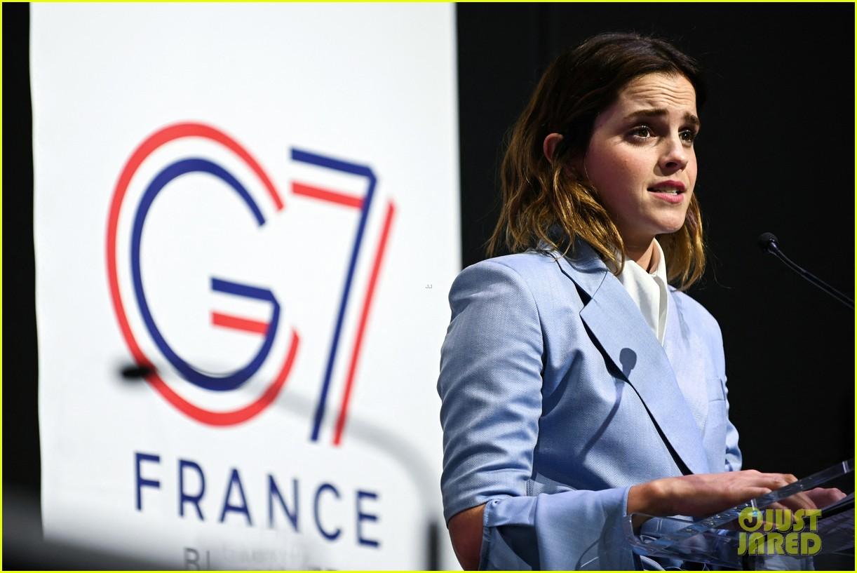 emma watson speaks at gender equality conference in france 04