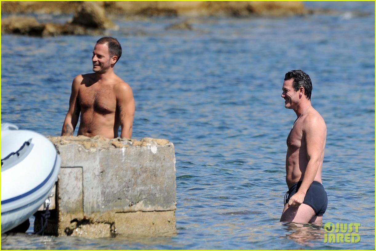 luke evans shirtless ibiza 16