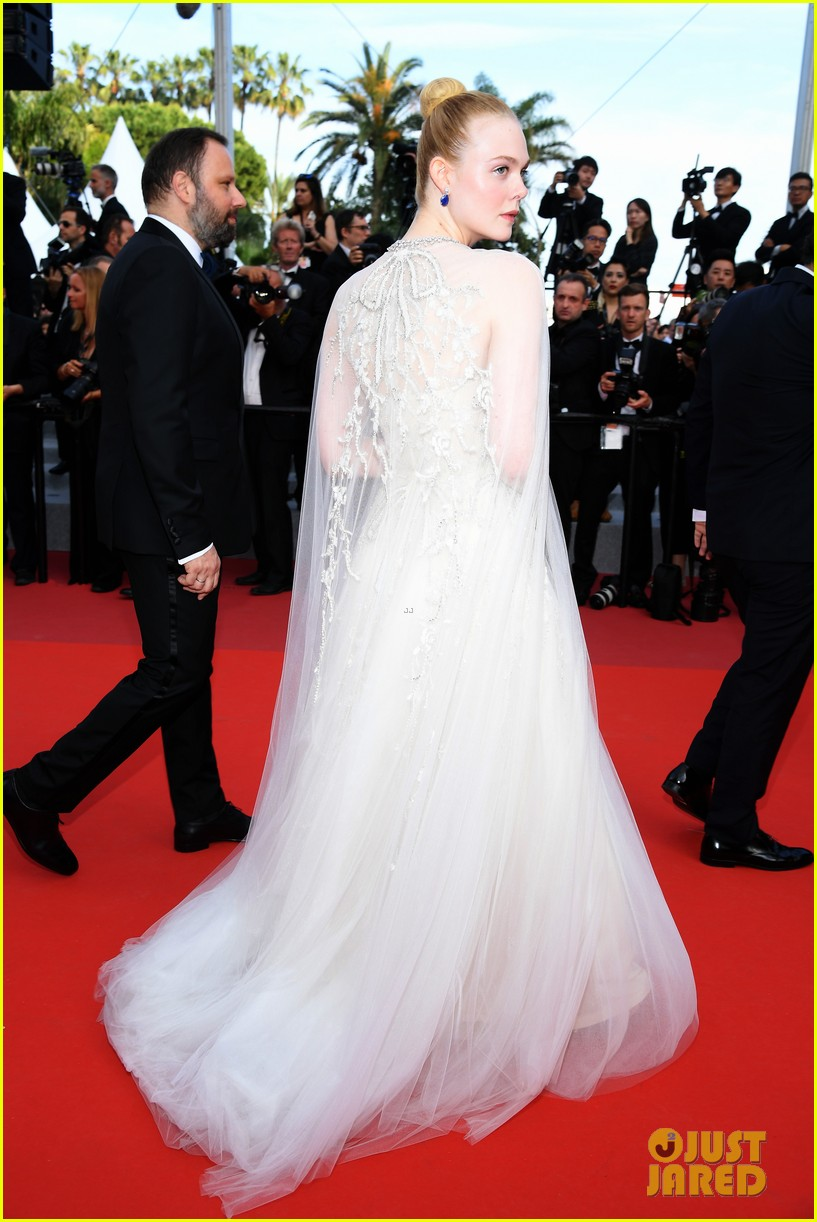elle fanning cannes film festival closing ceremony 024298671