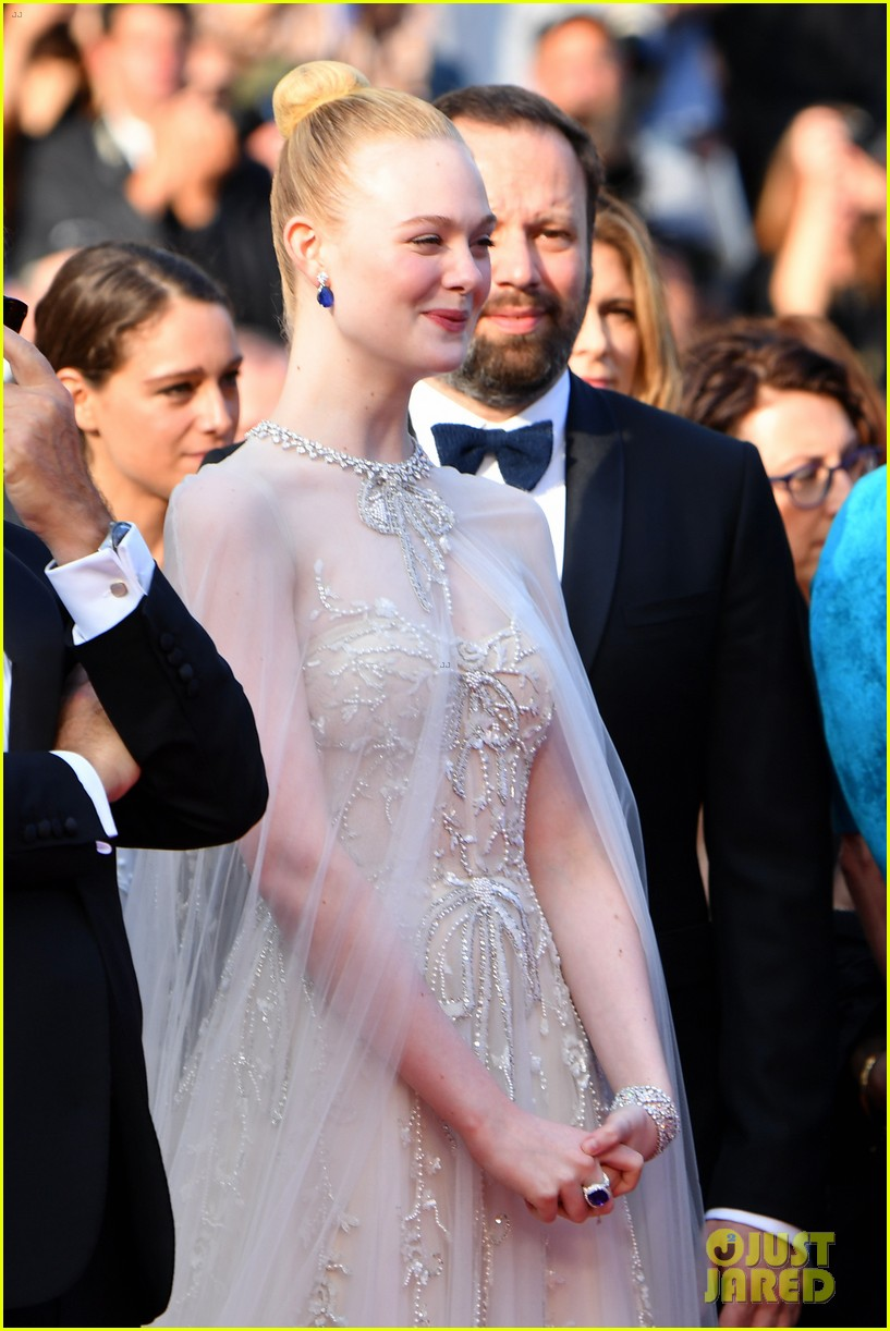 elle fanning cannes film festival closing ceremony 06