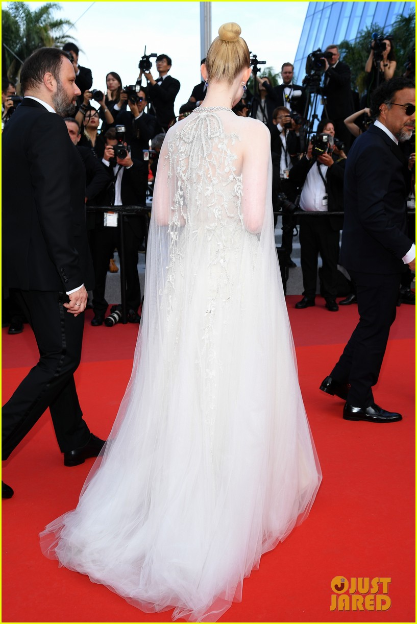 elle fanning cannes film festival closing ceremony 09