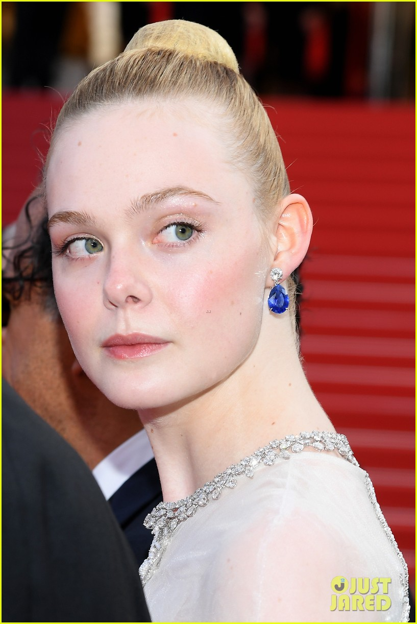 elle fanning cannes film festival closing ceremony 10