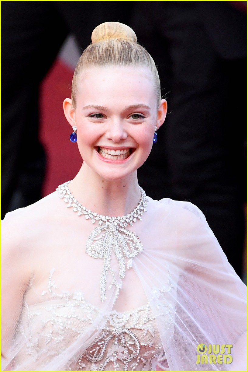 elle fanning cannes film festival closing ceremony 11