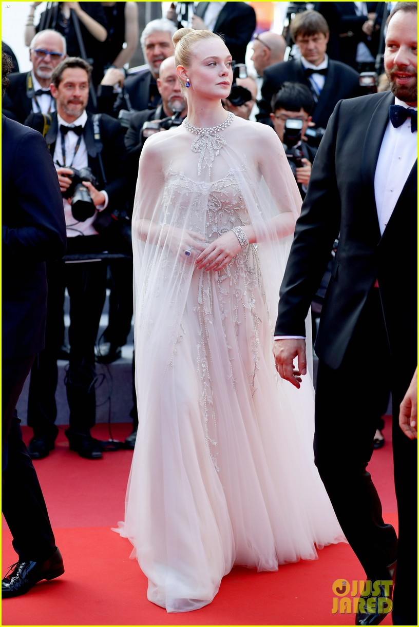 elle fanning cannes film festival closing ceremony 13